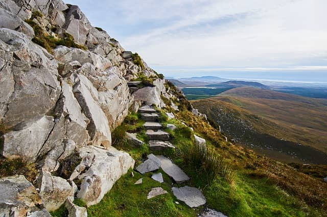 Top 8 Places for Thrilling Hiking in Ireland